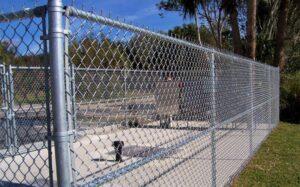 Забор из оцинкованной сетки рабицы